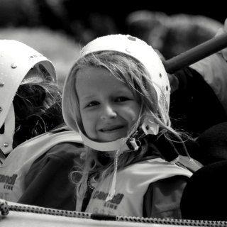 children-family-rafting