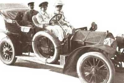 countess lucy christallnig driving her car