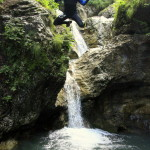 guide jumpin off the rock in sušec canyon